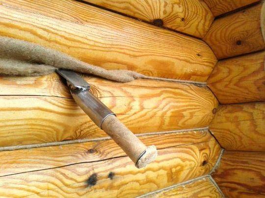 Конопатка (пробивка) дома, бани, сруба из бревна, бруса, лафета. Выбор материала. Работаем в любом регионе.