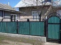 забор зелёный
