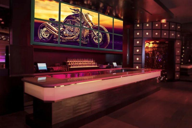 Лайт Волл, Пресс-волл с подсветкой в клубе, оформление барной стойки, на мероприятии, пример