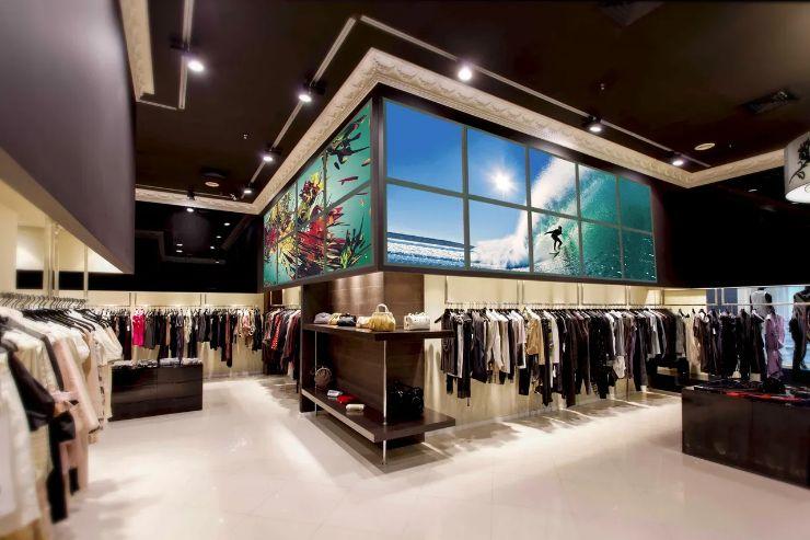 Креативный интерьер магазина. Оформление для витрин. Лайт Волл. Инновационный пресс-волл для бутика, магазина.