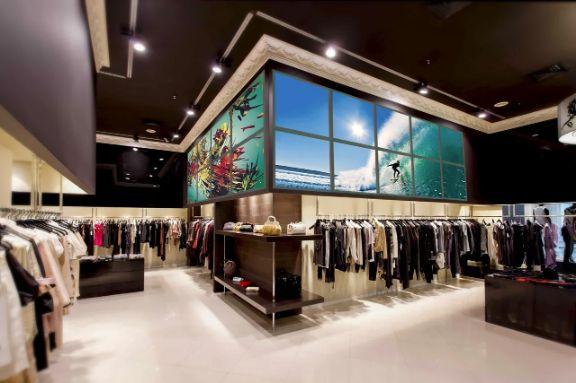 Недорогой, красивый дизайн интерьера для оформления магазина, шоу рума или витрины. Лайт Волл - модульная система для любого магазина с подсветкой и заменой контента. Заказать сейчас.