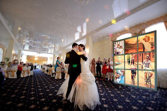 Лайт Волл с подсветкой по цене Пресс Волла на свадьбу. Заказать.