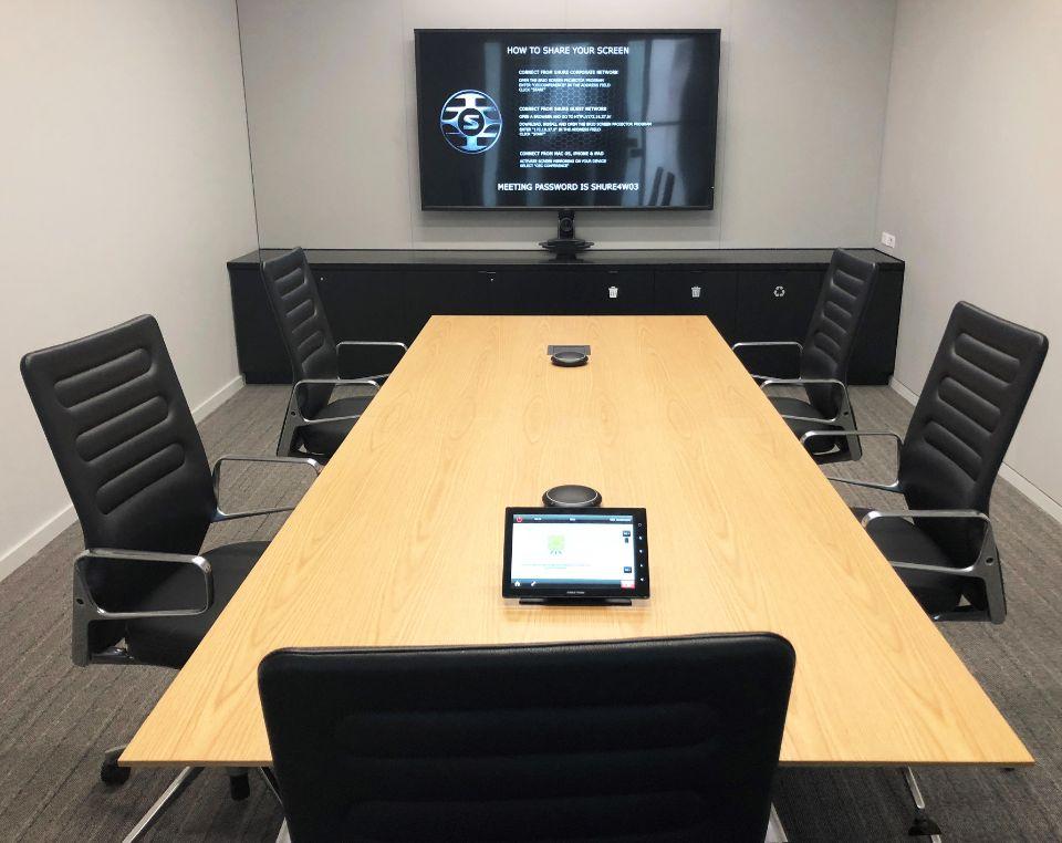 Shure MXA310 конференц зал