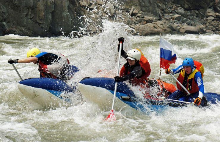 Спортивный сплав по реке Катунь, горный Алтай