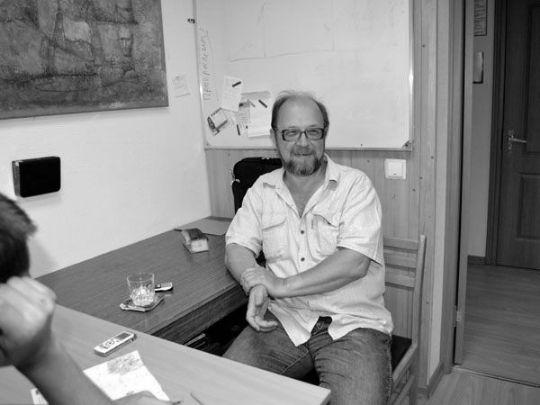 Заведующий отделом художественной литературы издательства «Вече» Дмитрий Федотов объясняет студентам литературных курсов при Интернациональном Союзе писателей, как достичь того, чтобы их рукописи стали востребованными среди издателей.
