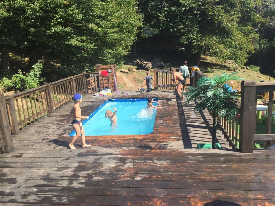 Отдых у бассейна в Сочи