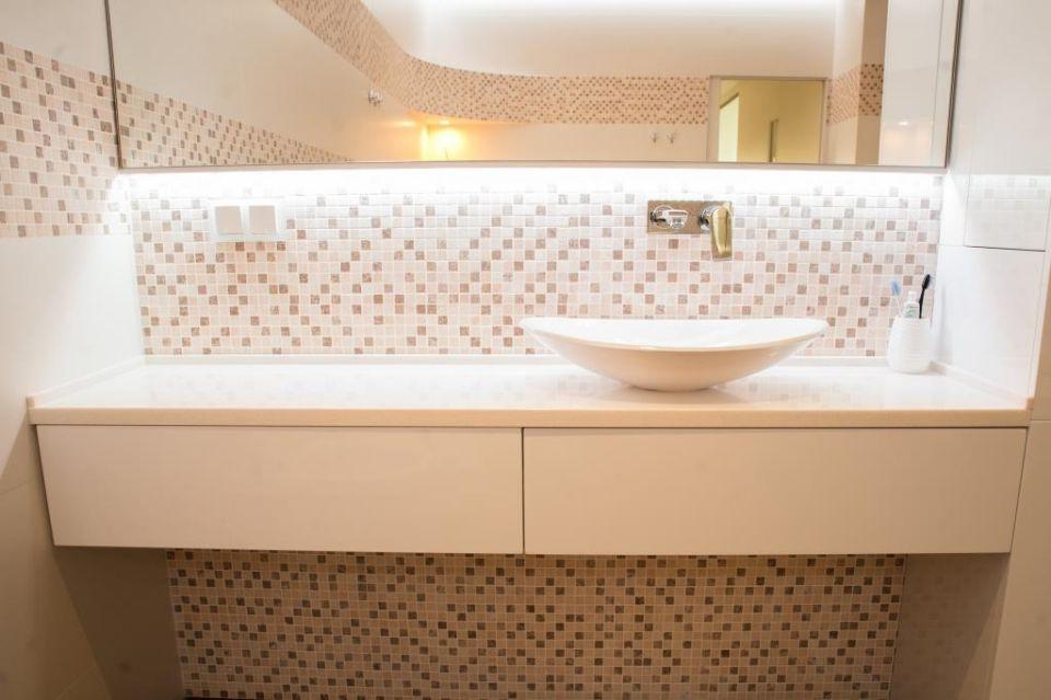 Столешница в ванную комнату.