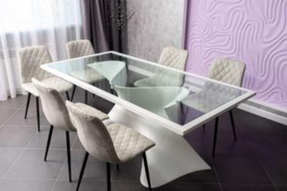 Эксклюзивный обеденный стол.