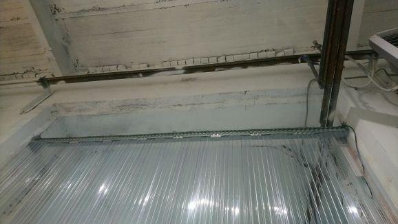 рифленая полосовая завесы внутри помещения