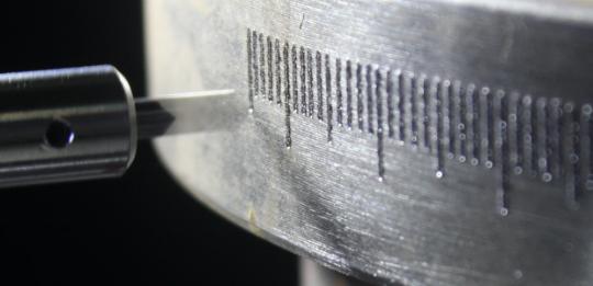 Маркировка детали на поворотном устройстве ROT-01 MarknStamp