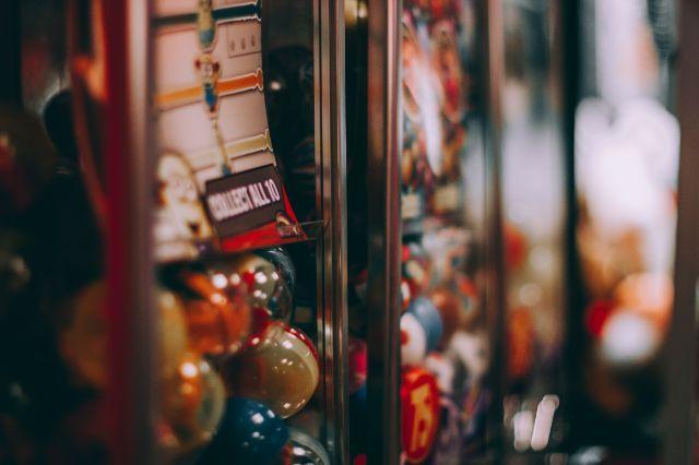 Красивые  и современные механические торговые автоматы