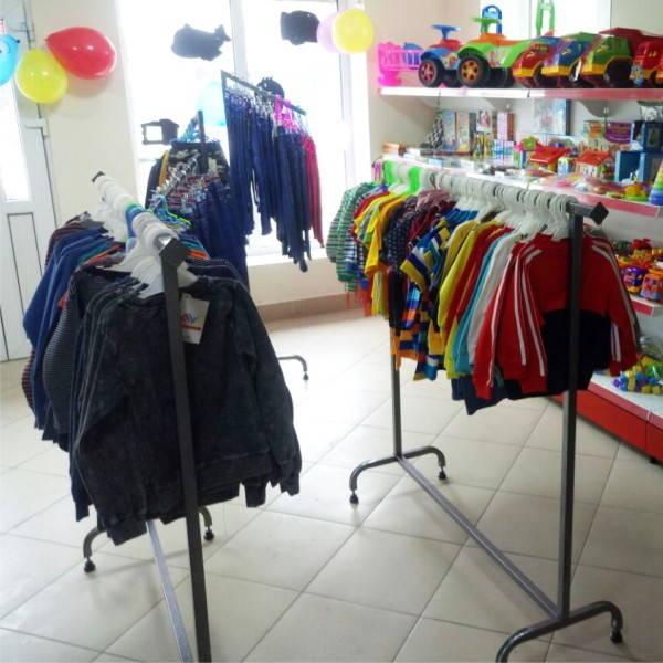 торговые вешала и стойки для одежды