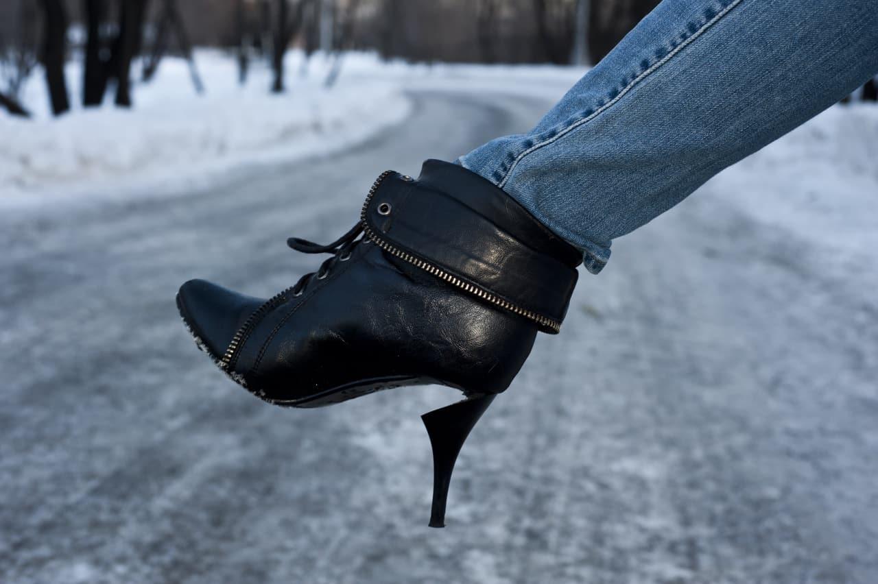 Возврат некачественной обуви или одежды в магазин