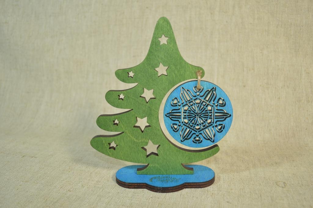 "картинка Новогодний сувенир ""Ёлочка с шаром"", арт.Ф00104 - подарки и декор из дерева - подереву.рф"