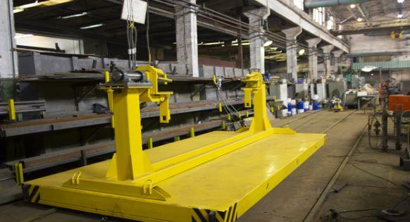Напольный рельсовый транспорт с оборудованием