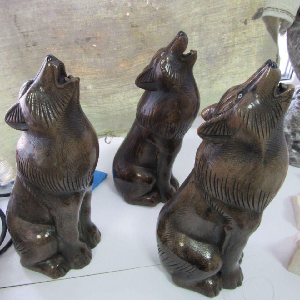 Скульптура Ночной волк камень кальцит,