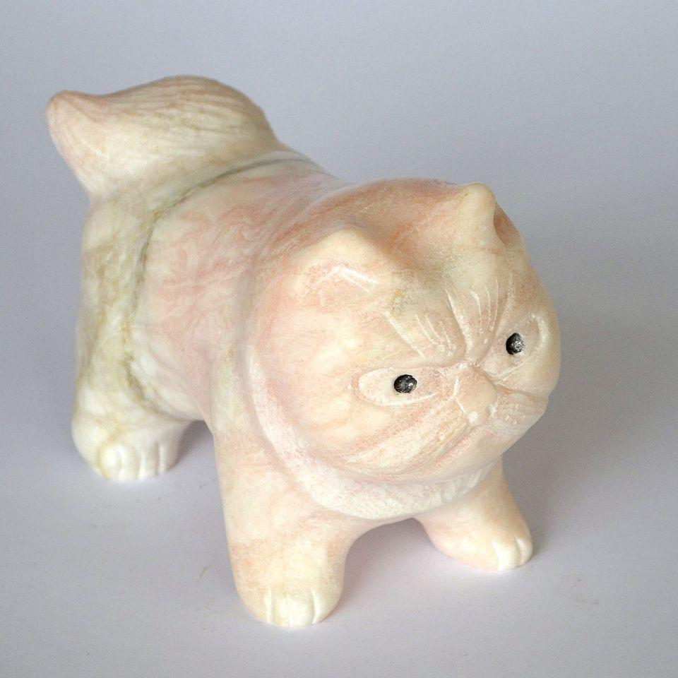 Кот Васька, камень ангидрит