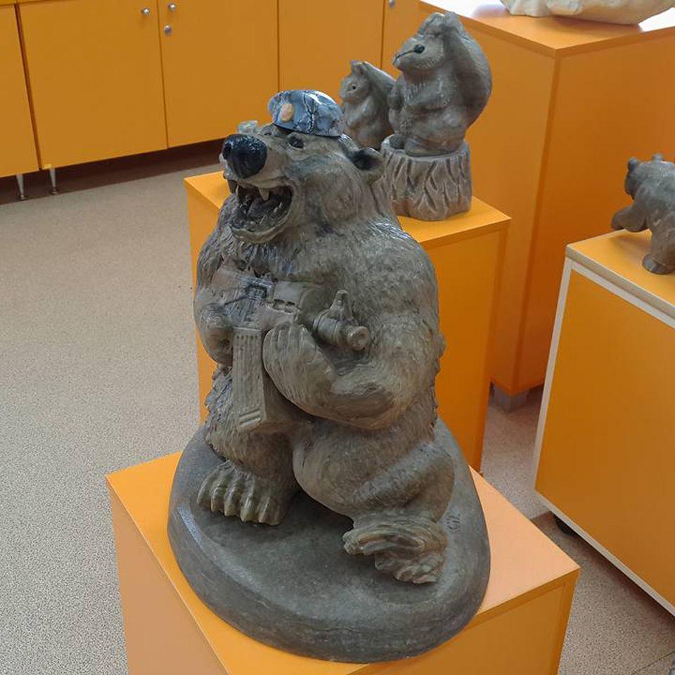 Медведь Десантник камень кальцит