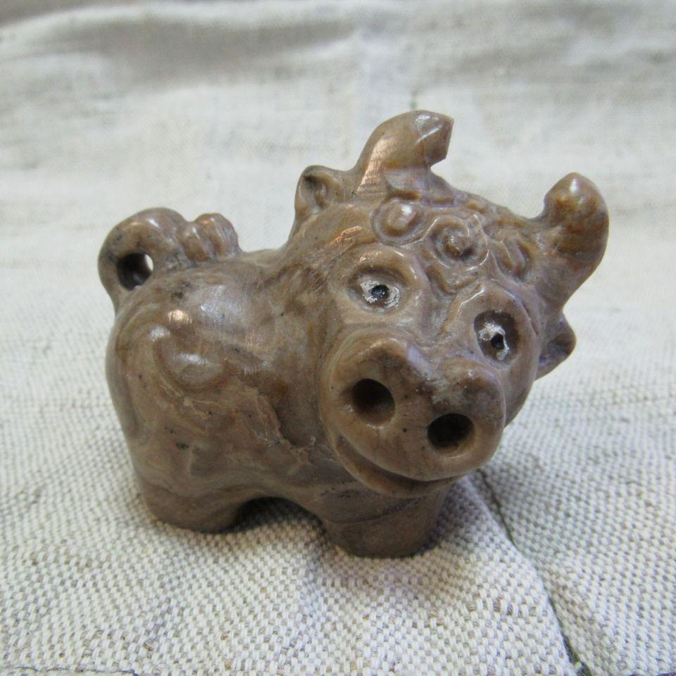 Сувенир Бычок камень кальцит ангидрит