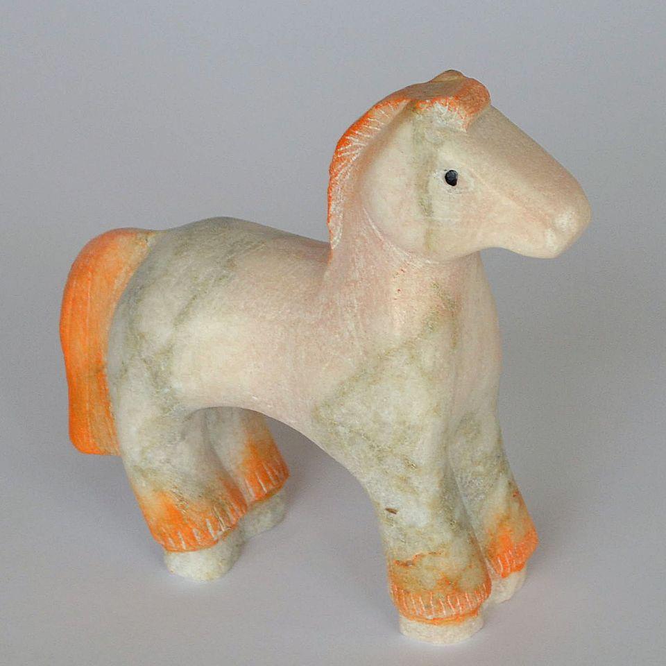 Лошадка средняя камень ангидрит