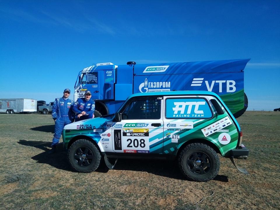 """Газодизельный КАМАЗ наряду с """"Нивой"""" команды """"ATC racing team"""" из раза в раз успешно преодолевает сложные трассы ралли-марафонов."""