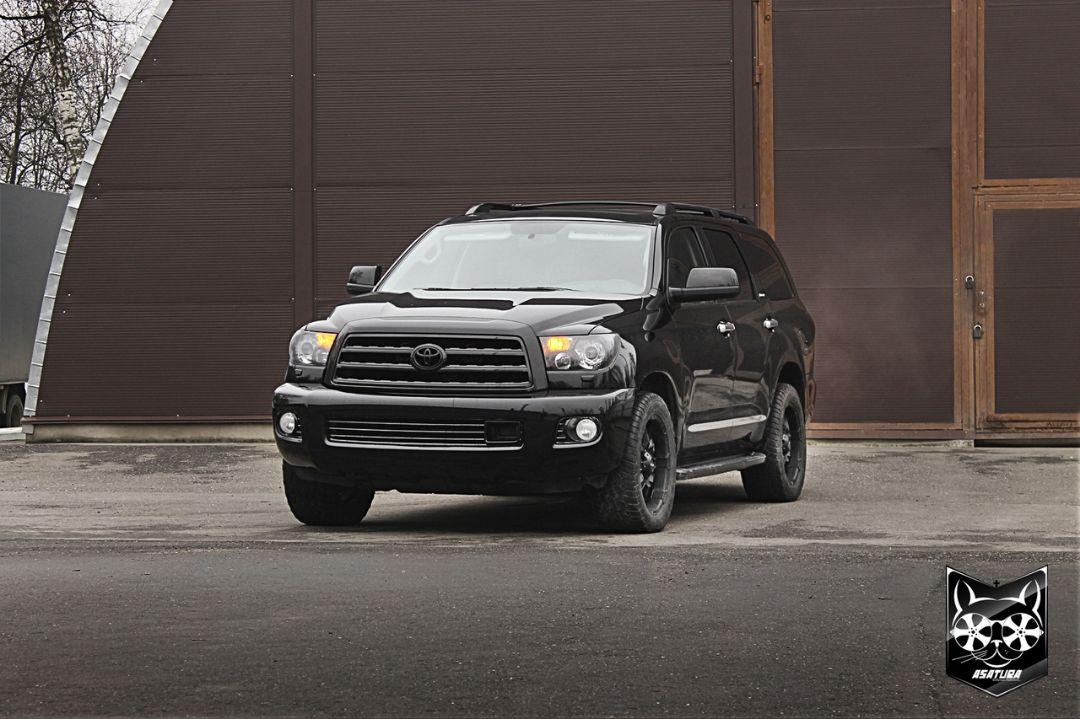 Toyota Tundra - антихром элементов экстерьера