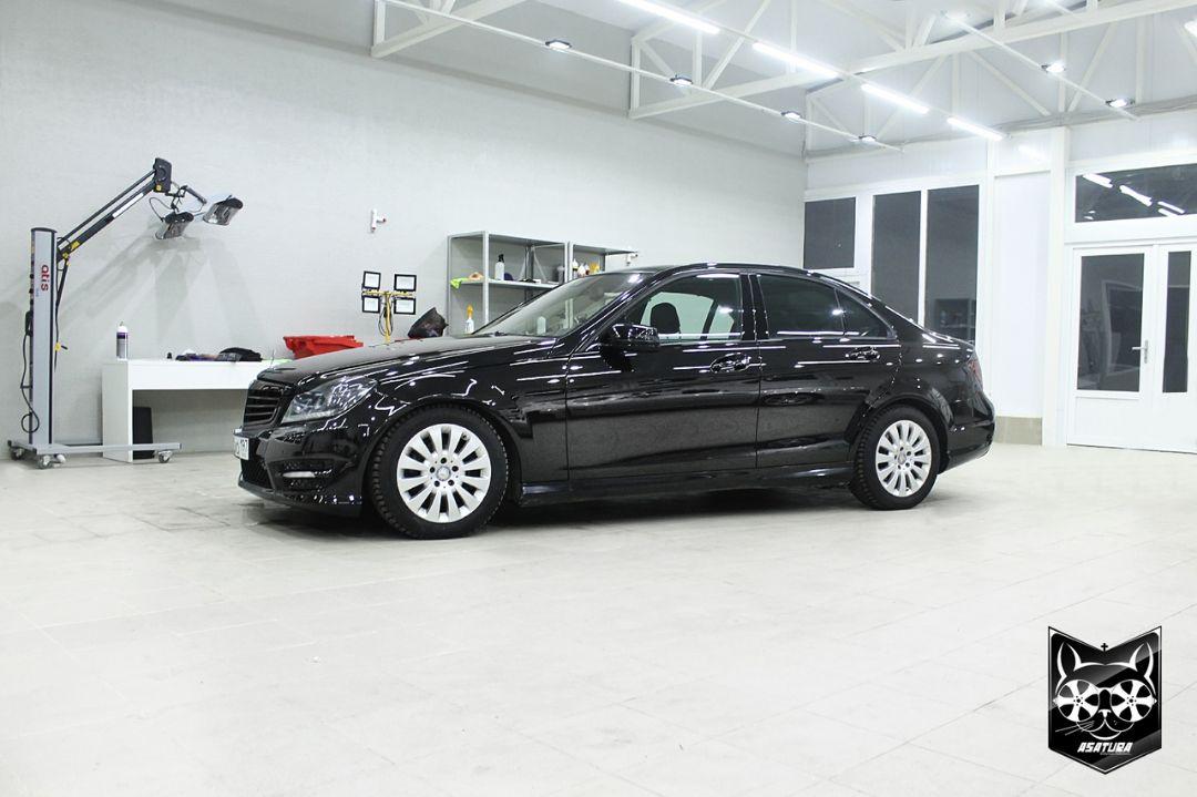 Mercedes Bens C-class - частичный окрас кузовных элементов, полировка кузова, защита керамикой, тюнинг оптики, химчистка