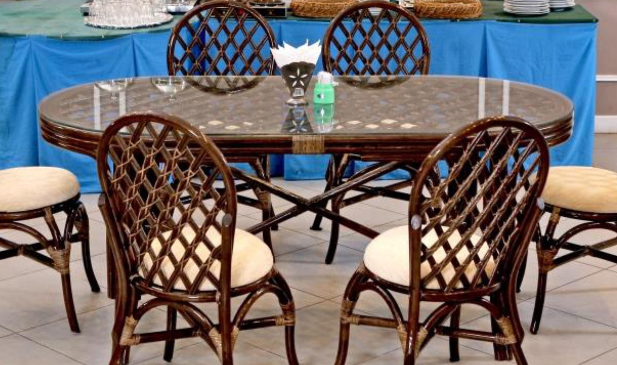 картинка BALI Браун Стол обеденный плетеный из ротанга от магазина InYard