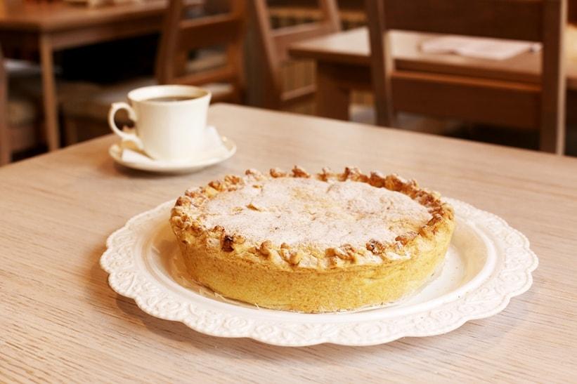 Сметанный пирог с персиком