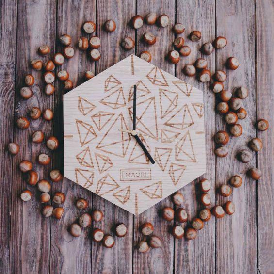 Настенные часы из дерева Ice