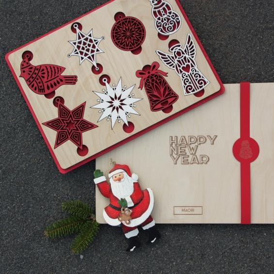 Новогодние подарки: ёлочные игрушки из дерева