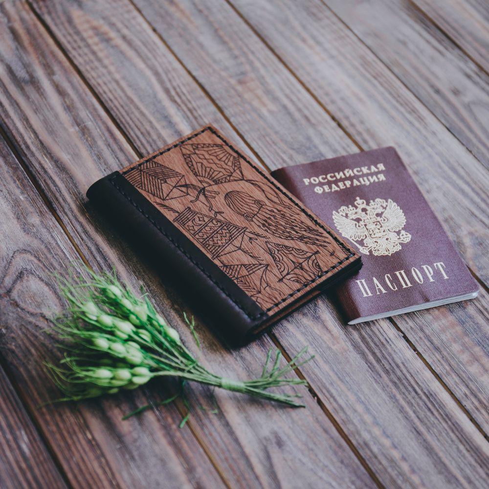 Обложка для паспорта из дерева и кожи