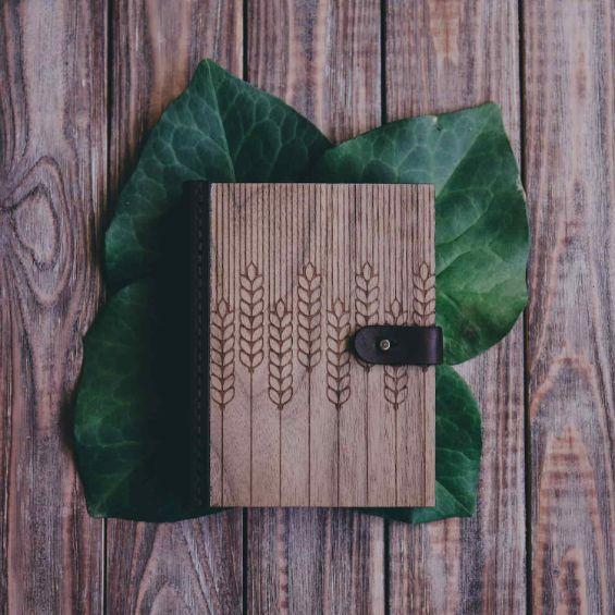 Блокнот из дерева и кожи заказать
