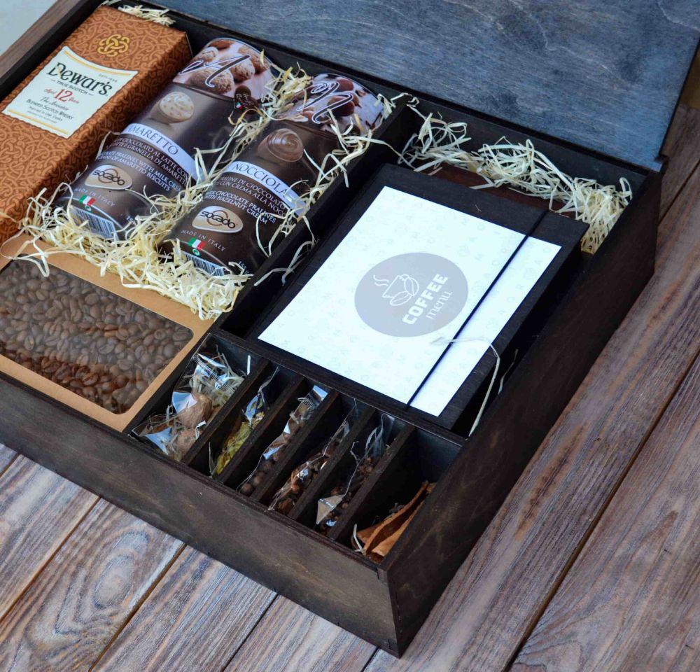 Подарочный набор с алкоголем в деревянной коробке