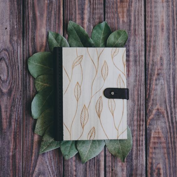 Новогодние подарки: блокнот Leaf из дерева