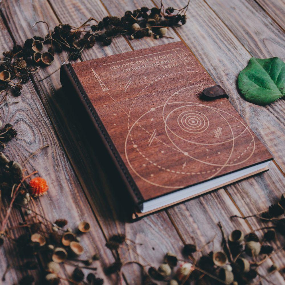 Ежедневник из дерева и кожи Space