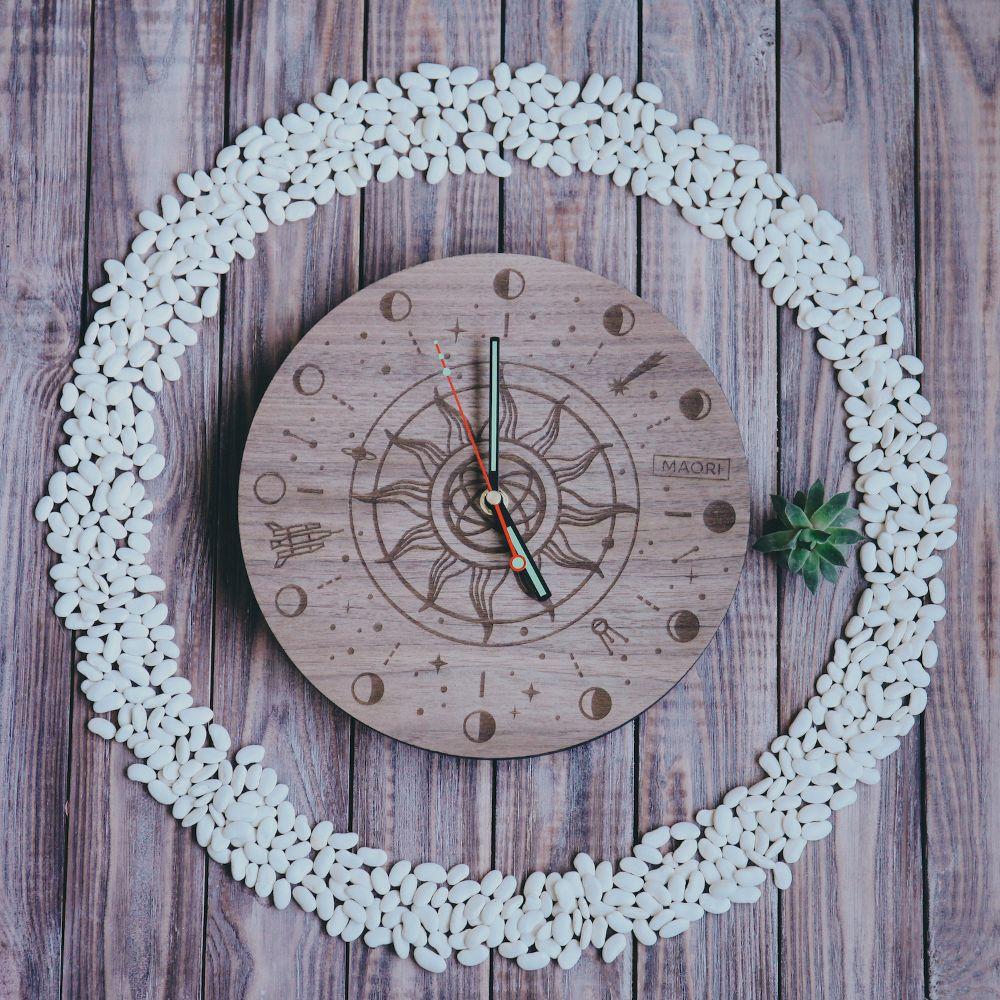 Настенные часы из дерева Galaxy