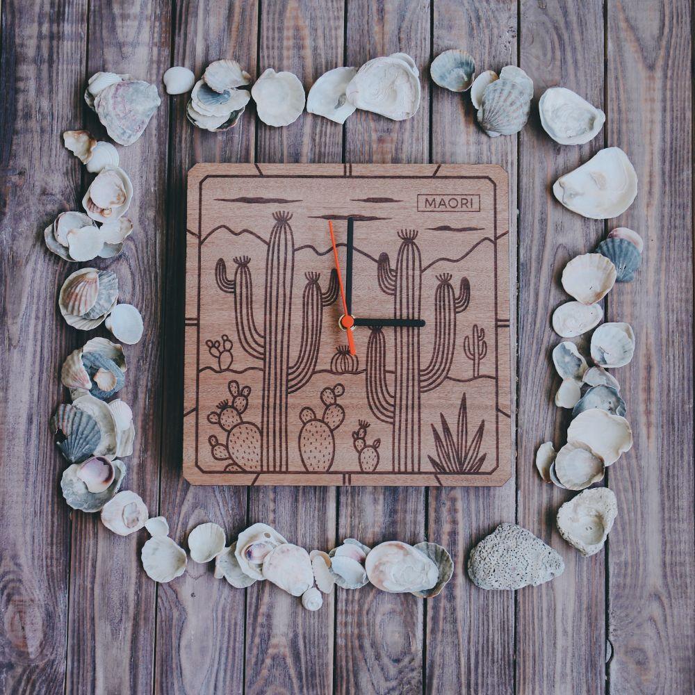 Настенные часы из дерева Cactus
