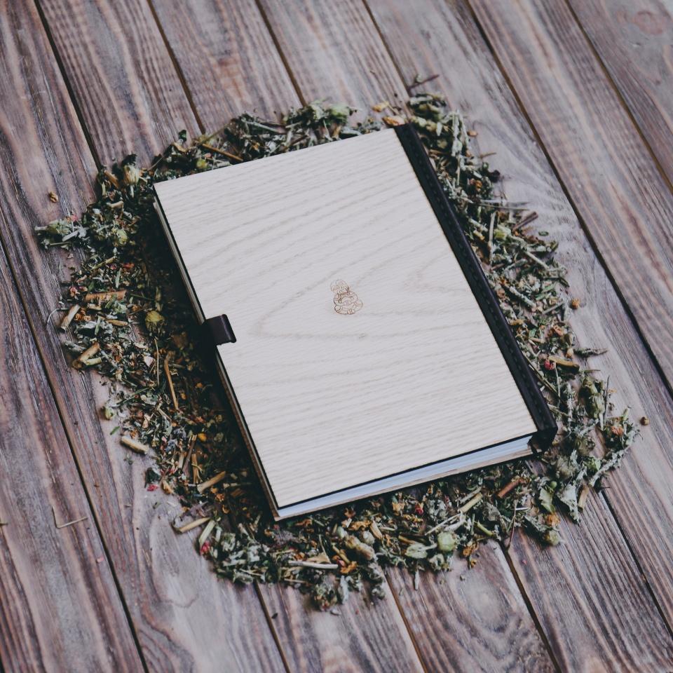 Ежедневник из дерева с гравировкой