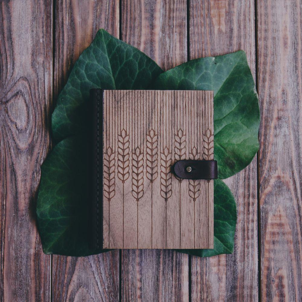 Блокнот из дерева и кожи Field