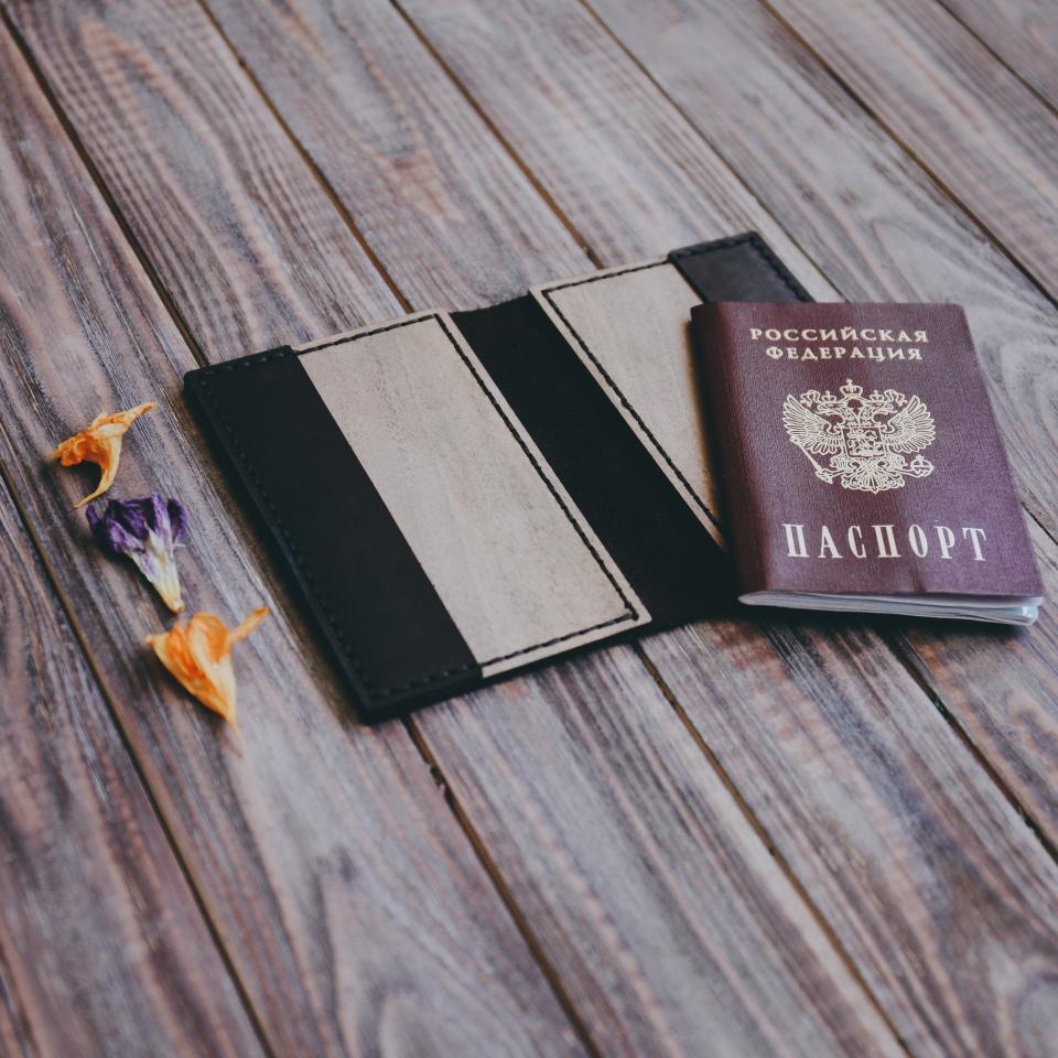 Обложка на паспорт из кожи и дерева. Крым