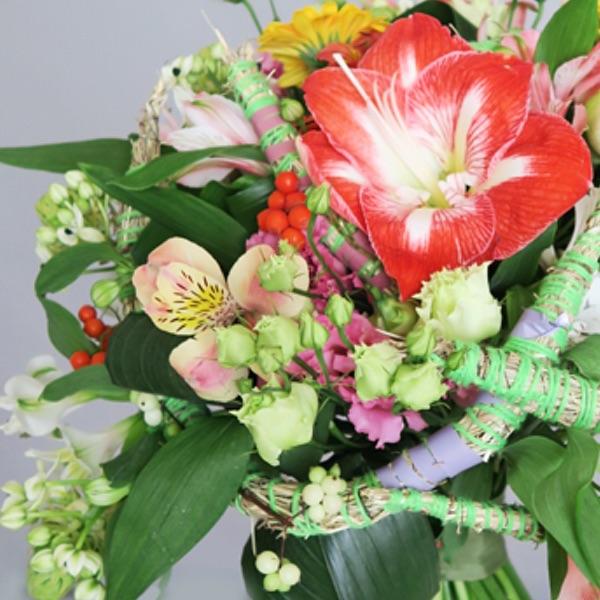 Букет на подвижном каркасе. Flowerschool.online