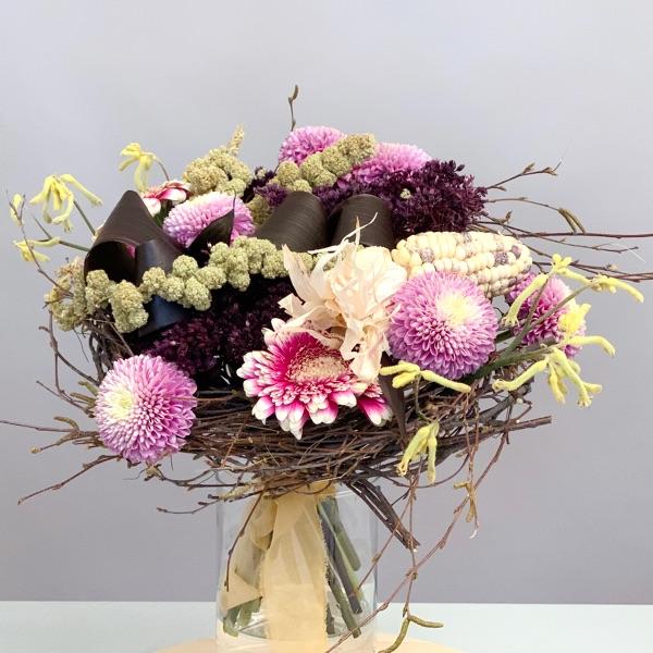 Букет на каркасе из веток. Flowerschool.online