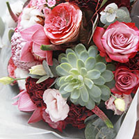 Round shape bouquet with succulent
