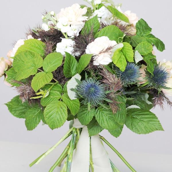 Букет на каркасе из камыша Flowerschool.online