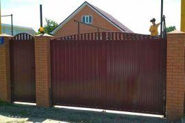 Ворота распашные с облицовкой изметаллпрофиля