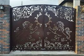 Ворота распашные с облицовкой из  плазменной резки
