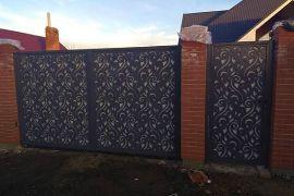 Ворота распашные с облицовкой из плазменной резки фото 2