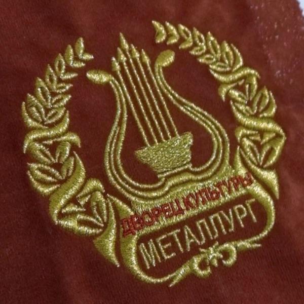"""Вышивка на спинках сидений зрительного зала ДК """"Металлург"""" УГМК"""