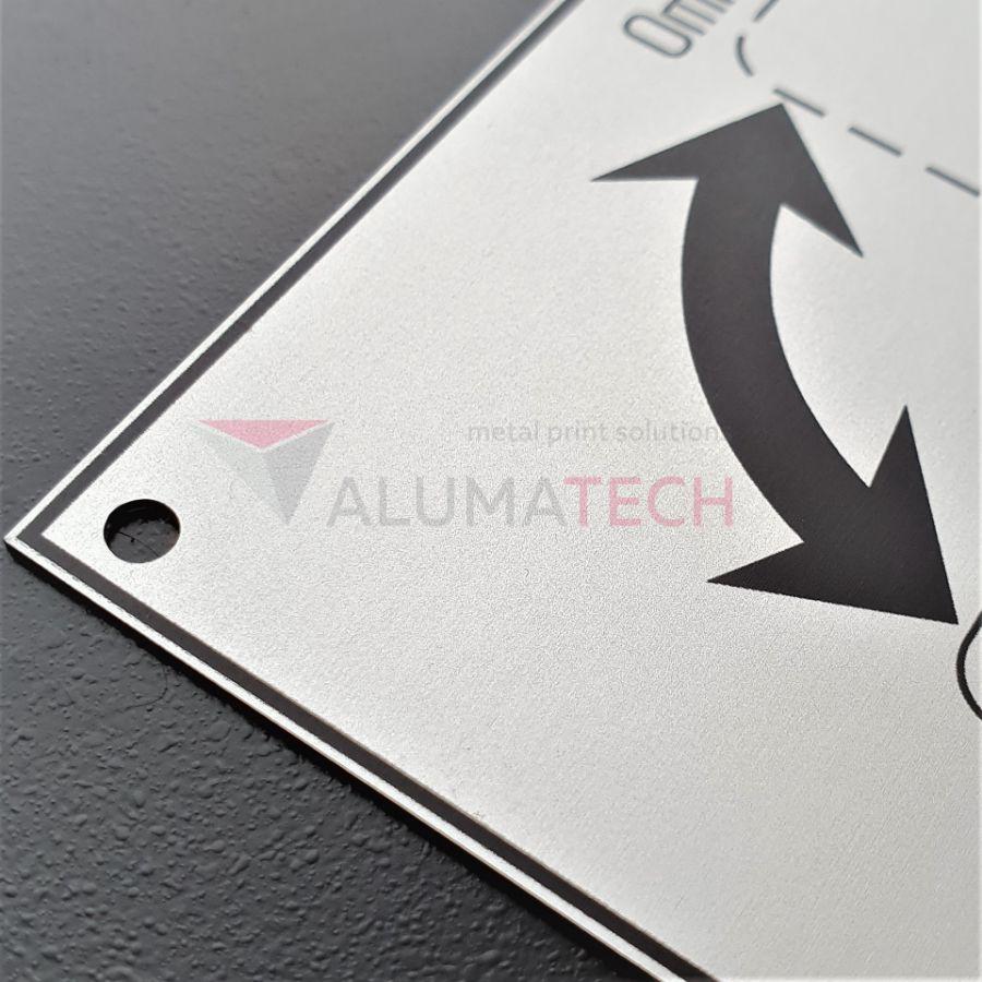 изготовление алюминиевых табличек на заказ
